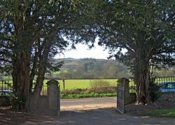 The gates at Glencairn Kirk